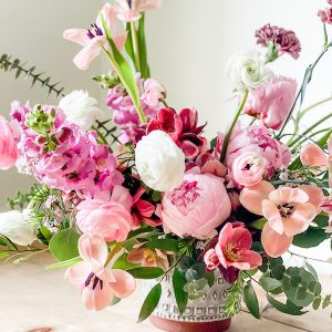 Living Fresh Flower and Plant Studio - Signature Vase Arrangement