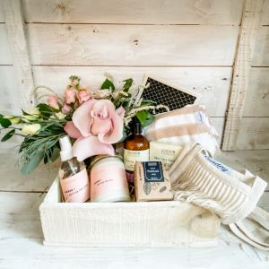 Living Fresh Flower and Plant Studio - Deluxe Queen Gift Box