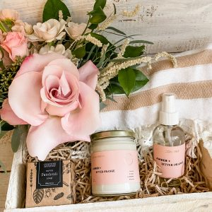 Living Fresh Flower and Plant Studio - Signature Queen Gift Box